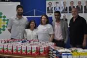 Entidades repassam alimentos para famílias carentes