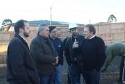 Deputado Comin visita obras do Centro Dia do Idoso