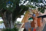 Equipe realiza os preparativos para abertura da Vila Natalina em MF