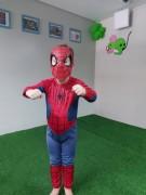 Educador físico se dedica a promover desenvolvimento motor de criança autista