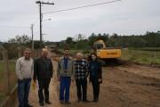 Vereadores de Içara visitam obras de pavimentação