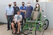 Engenharia Mecânica da UniSatc realiza entrega de triciclo