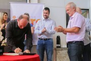 Sandro assume Governo de Içara e recebe emendas