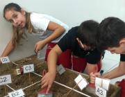 Alunos do colégio Unesc exploram o mundo arqueológico no Lapis