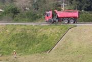 Trabalhos de roçadas chegam ao viaduto de acesso a Sangão