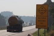 Transportadores de cargas devem atentar para altura máxima em OAEs