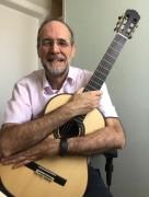 Voz e violão em live com professor no projeto Quintas Culturais da Unesc