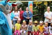 Crianças ganham chocolate de projeto social do Unibave