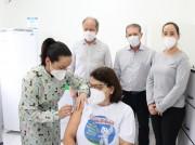 """""""Me sinto honrada"""", diz primeira vacinada contra Covid-19 em Treviso"""