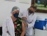 Técnica de enfermagem é a primeira imunizada contra a Covid-19 em Urussanga
