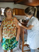 idosos de Jacinto Machado são vacinados contra a gripe em casa