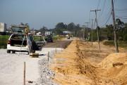 Via lateral em Laguna, na BR-101, terá 900 metros de passeio público