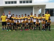 Vinicius visita garotos da escolinha do Tigre