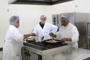 Merendeiras do CRAS aprendem receitas nutritivas na Unesc