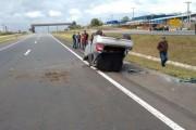 Veículo tomba na BR-101 no Bairro Poço Oito em Içara