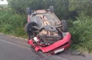 Carro capota na Rodovia SC 485 após colisão
