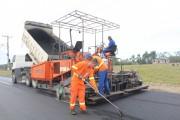 Asfalto chega ao Bairro Garajuva e obras estão em ritmo acelerado em Maracajá