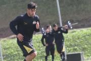 Barreto sente problema muscular e deixa o treino do Tigre