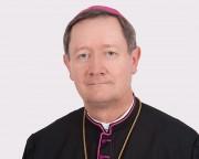 Bispo anuncia transferências e ordenação de viúvo