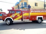 Bombeiros atendem incêndio em vegetação entre os Bairro Tereza Cristina e Demboski