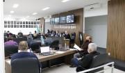 Vereadores voltam as sessões presenciais sem questionar o Poder Executivo
