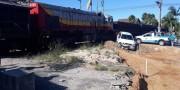 Mãe e filha escapam de colisão com trem na Rua Marcos Rovaris