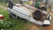 Moradores evitam furto no Bairro Coqueiros e veículo capota
