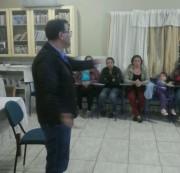 """Grupo """"Amor aos Nossos Filhos"""" recebe palestra de psicólogo"""