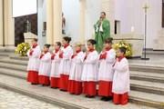 Padre Antoninho dá boas vindas aos novos coroinhas