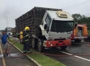 Corpo de Bombeiros combate princípio de incêndio em caminhão