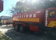 Corpo de Bombeiros combate incêndio no bairro Liri