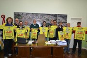 Governo Municipal e Associação Atlética Cocal do Sul entregam uniformes para quase 200 crianças das Escolinhas de Futebol e Futsal