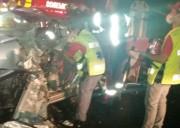 Colisão contra ônibus deixa motorista preso às ferragens