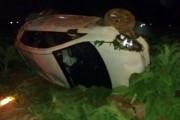 Veículo tomba em meio a plantação na comunidade de Ponta do Mato