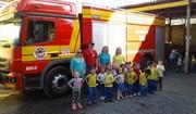 Crianças usam equipamentos de bombeiros em Içara