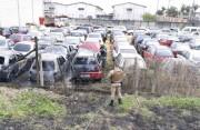 Veículos são atingidos por incêndio em pátio no Jardim América