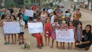 Moradores do Loteamento Lima protestam contra poeira