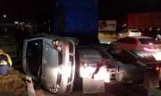 Veículo vira em colisão no bairro Presidente Vargas