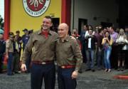 Bombeiros recebem medalhas e promovem troca de comando