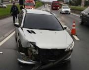 Veículo de Porto Alegre colide contra guard-rail em Içara