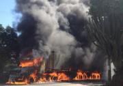 Scania com bitrem é tomada pelo fogo no bairro Primeira Linha