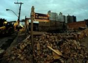 Tráfego é restabelecido após demolição parcial de prédio