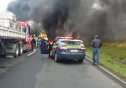 BR-101 é fechada nos dois sentidos por manifestantes em Içara