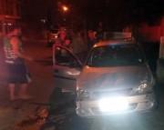 Veículo estacionado na Rua Anita Garibaldi é atingido em acidente