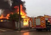 Residência é consumida pelas chamas em Vila Nova