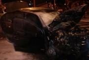 Veículo pega fogo após colisão no Centro de Içara