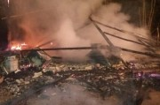 Casa é consumida pelas chamas em Rio dos Anjos