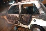 Incêndio provoca perda total de veículo de Criciúma