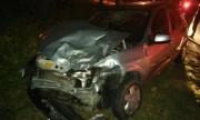 Acidente entre carro e ambulância deixa três feridos