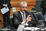 Emenda de Dresch veta contratação de comissionados